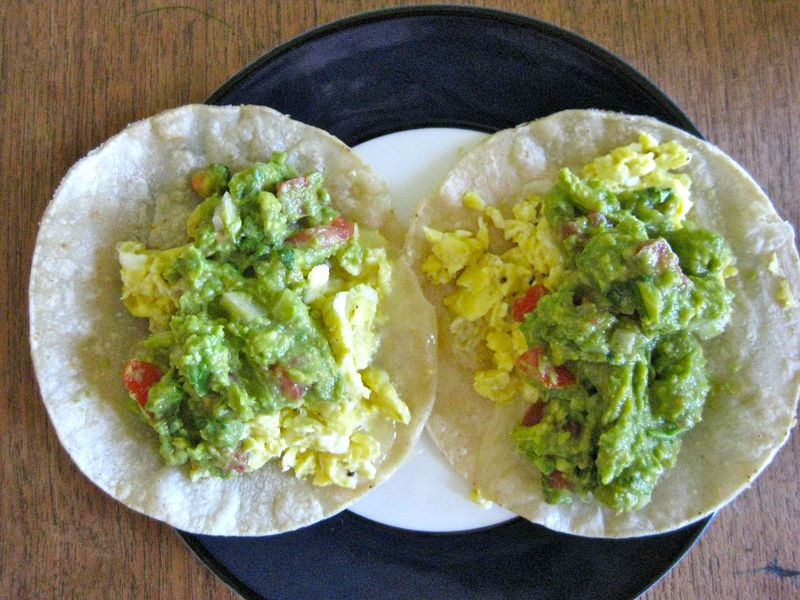 Scrambled-eggs-guacamole