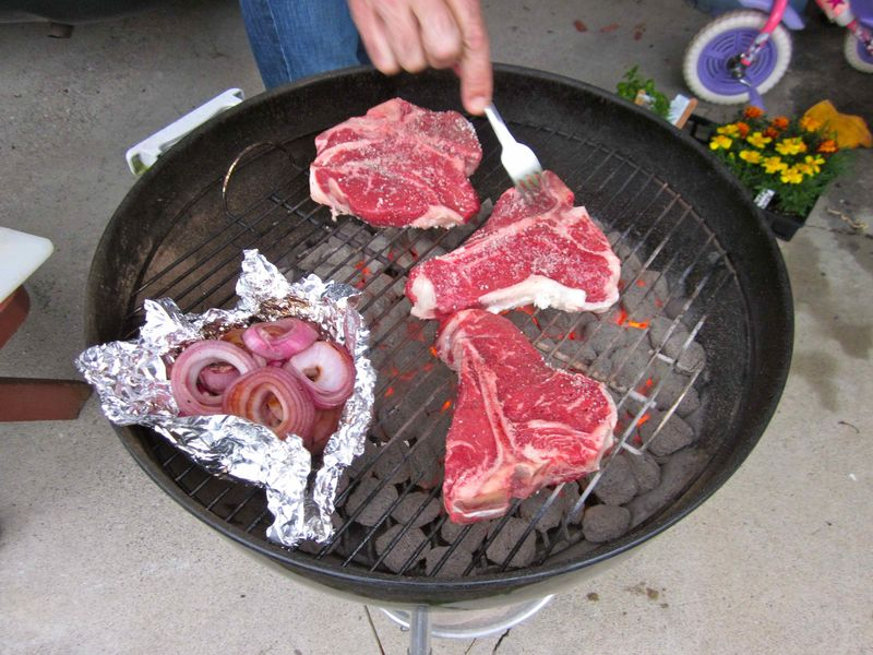 Steaks_on_grill